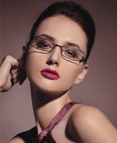 眼镜代言图片