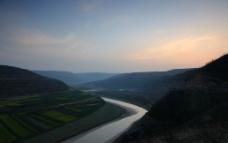 静静的河图片