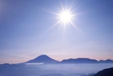 光辉下的大气山脉图片