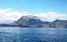 湖泊 山水 蓝天 白云 泸沽湖 西昌 湖水 风景 雪山 沼泽 旅游 公路图片
