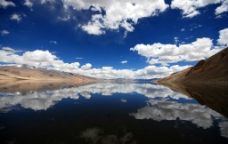 藍天白雲相映图片