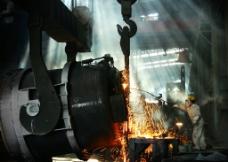 炼钢工人 钢花飞溅图片