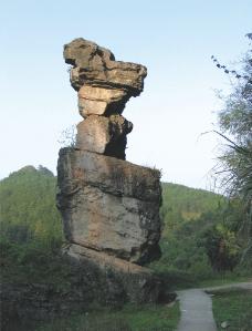 狗头石(丹霞喀斯特石柱)图片