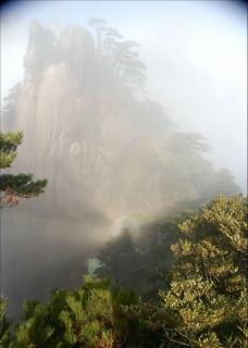 濃雾下的三清山图片