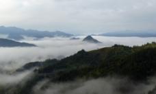 高山雾海图片