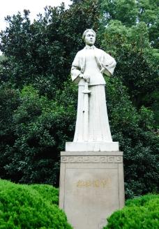 浙江杭州西湖边秋瑾雕像图片