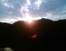 第一缕晨曦图片