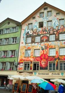 瑞士 琉森 街面房屋上的裝飾畫圖片